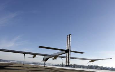 Самолет Solar Impulse на солнечных батареях