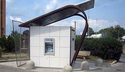 В Туве появился мобильный офис самообслуживания с банкоматом на солнечных батареях