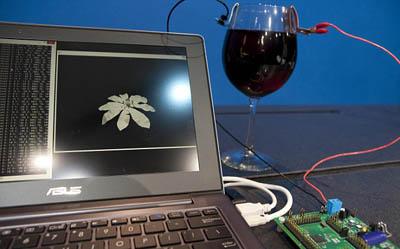 Intel превращает вино в электричество