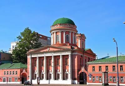 Российский православный университет впервые принял участие в экологической акции «Час Земли»
