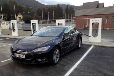 Tesla Motors открыла бесплатные станции быстрой зарядки для электромобилей в Норвегии