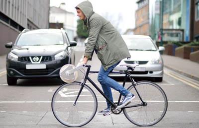 Абажур для лампы при помощи велосипеда