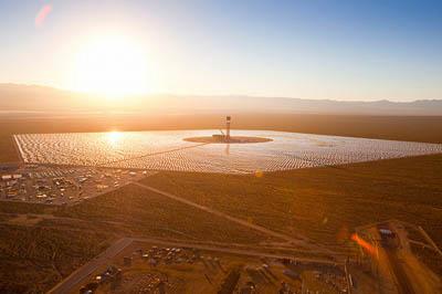 Крупнейшая в мире солнечная электростанция Ivanpah начала подачу энергии