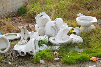 Экологически чистый цемент из старых унитазов