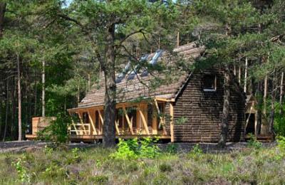 Эко-дом из водорослей на острове Лессо в Дании