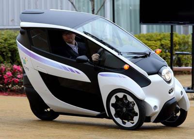 Электротрицикл Toyota i-Road – низкоскоростной мини-мотоцикл с кабиной