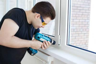 Когда вызывать мастера по ремонту пластиковых окон и дверей?