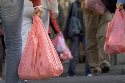 Власти Киева призывают использовать сумки вместо полиэтиленовых пакетов